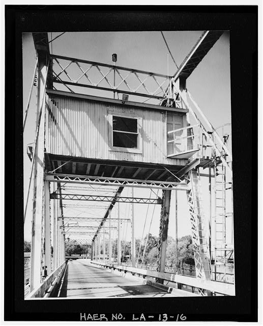 15.  SWING SPAN TURNING DRUM, RODS, WHEELS AND GEAR DETAILS. - DeSiard Street Bridge, Spanning Ouachita River, Monroe, Ouachita Parish, LA