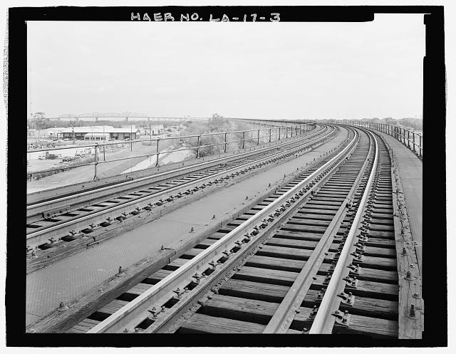 VIEW OF WEST BANK ELEVATED RAILROAD APPROACH VIADUCT TO BRIDGE LOOKING NORTHEAST. - Huey P. Long Bridge, Spanning Mississippi River approximately midway between nine & twelve mile points upstream from & west of New Orleans, Jefferson, Jefferson Parish, LA
