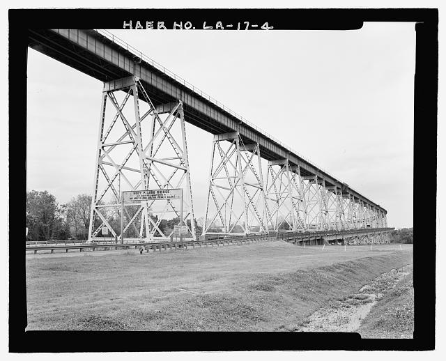 VIEW OF WEST BANK ELEVATED RAILROAD AND VEHICULAR HIGHWAY APPROACH VIADUCT LOOKING NORTHEAST. - Huey P. Long Bridge, Spanning Mississippi River approximately midway between nine & twelve mile points upstream from & west of New Orleans, Jefferson, Jefferson Parish, LA