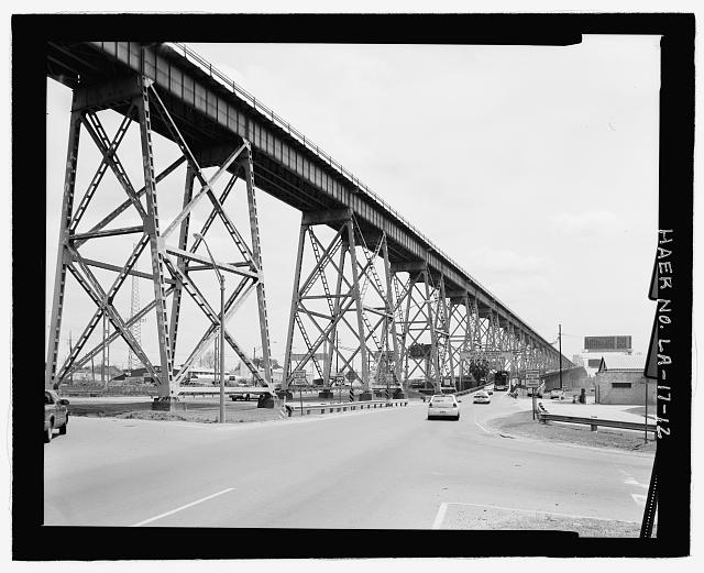 VIEW OF EAST BANK ELEVATED RAILROAD VIADUCT AND BEGINNING OF HIGHWAY APPROACH VIADUCT LOOKING SOUTHEAST. - Huey P. Long Bridge, Spanning Mississippi River approximately midway between nine &amp; twelve mile points upstream from &amp; west of New Orleans, Jefferson, Jefferson Parish, LA