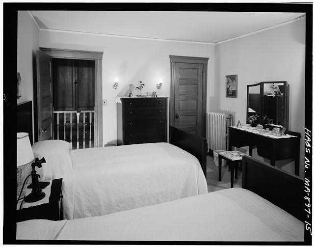 15.  SECOND FLOOR, MASTER BEDROOM, VIEW TOWARDS HALLWAY - John Fitzgerald Kennedy Birthplace, 83 Beals Street, Brookline, Norfolk County, MA