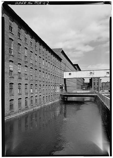 2.  HAMILTON CAN LOOKING DOWNSTREAM TO THE EAST; APPLETON MILLS TO THE LEFT HAMILTON MILLS IN BACKGROUND 1976 - Hamilton Canal, Jackson Street vicinity, Lowell, Middlesex County, MA
