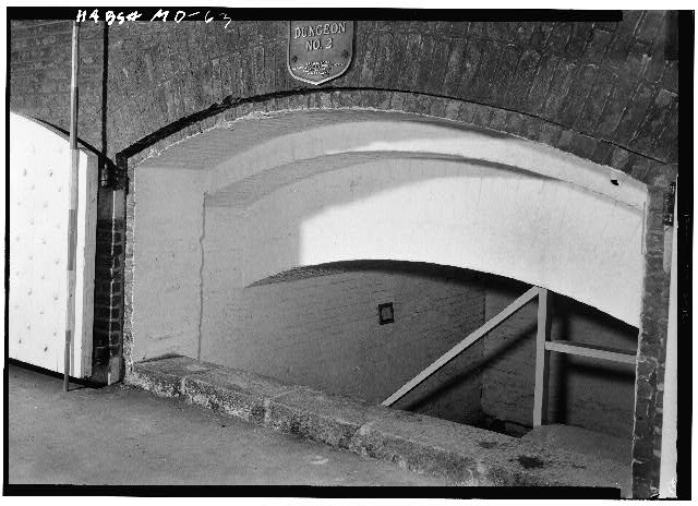 29.  July 1958 ARCHED ENTRANCE TO SMALL CASEMATE ROOM LOOKING SOUTH FROM INSIDE SALLY PORT - Fort McHenry National Monument & Historic Shrine, East Fort Avenue at Whetstone Point, Baltimore, Independent City, MD