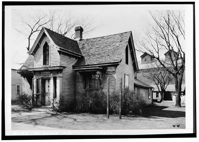 2.  Historic American Buildings Survey H. F. Maine, Photographer March, 1934. VIEW LOOKING SOUTH WEST - Mayo House, Le Sueur, Le Sueur County, MN