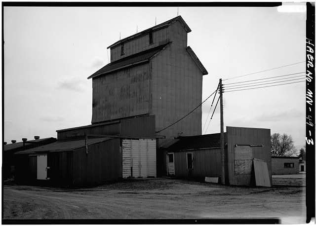 3.  PERSPECTIVE VIEW OF EAST (REAR) LOOKING SOUTHWEST - Watson Farmer's Elevator, U.S. Highway 59, Watson, Chippewa County, MN