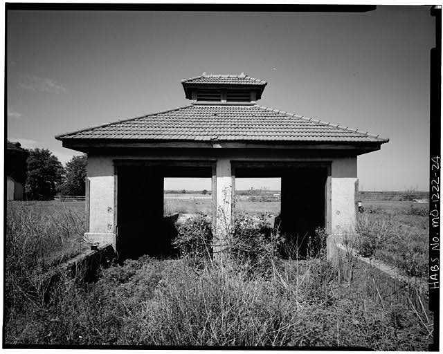2.  Historic American Buildings Survey David J. Kaminsky, Photographer August 1978 EAST ELEVATION - Longview Farm, Manure Pit, Longview Road, Lees Summit, Jackson County, MO