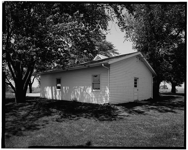 10.  Historic American Buildings Survey David J. Kaminsky, Photographer August 1978 SOUTH AND EAST FACADES OF GARAGE - James Poff House, Paradise Road, Smithville, Clay County, MO