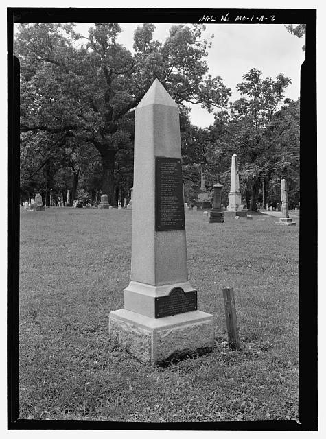 FRONT ¾ VIEW OF MONUMENT.  VIEW TO SOUTHWEST. - Union Cemetery, Union Confederate Monument Site, 227 East 28th Street Terrace, Kansas City, Jackson County, MO