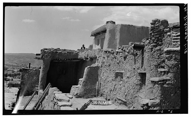 18.  Historic American Buildings Survey M. James Slack, Photographer, April 9, 1934 DETAIL HOUSE NO. 4, BLOCK NO. 1 (LOOKING WEST) - Pueblo of Acoma, Casa Blanca vicinity, Acoma Pueblo, Cibola County, NM