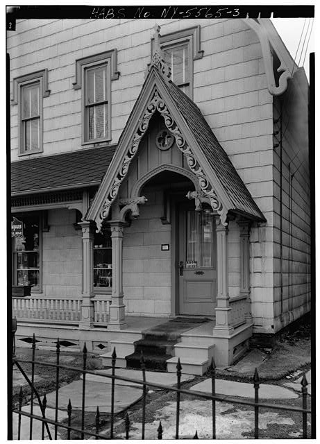 3.  DETAIL OF FRONT PORCH ENTRANCE, SHOWING CARVED VERGEBOARD - Alfred Dunk House, 4 Pine Street, Binghamton, Broome County, NY