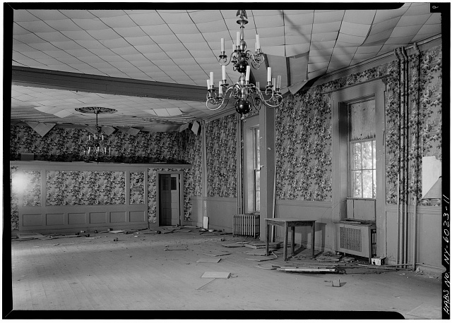 11.  DINING ROOM, FIRST FLOOR, FROM EAST - General Worth Hotel, 213-215 Main Street, Hudson, Columbia County, NY