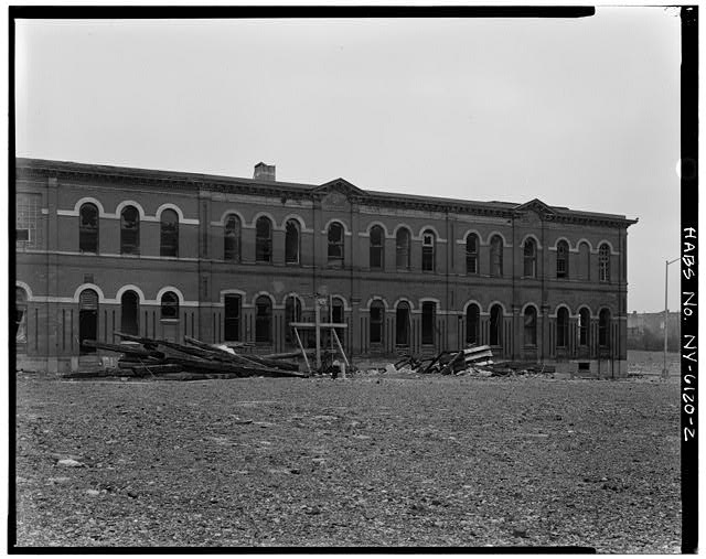 View south showing northwest elevation. Credit: Library of Congress (HABS NY,24-BROK,48A-2)