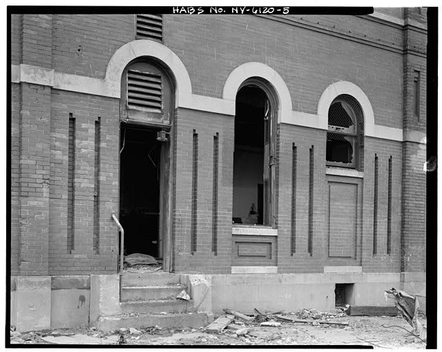 View south, door and window detail. Credit: Library of Congress (HABS NY,24-BROK,48A-5)