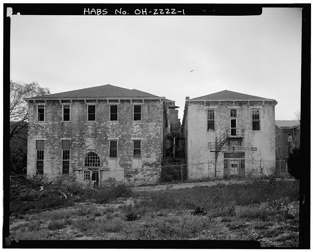 1.  VIEW NORTH SHOWING SOUTH ELEVATION, KITCHEN WING AND EMPLOYEE/STAFF LUNCHROOM - Southern Ohio Lunatic Asylum, 2335 Wayne Avenue, Dayton, Montgomery County, OH