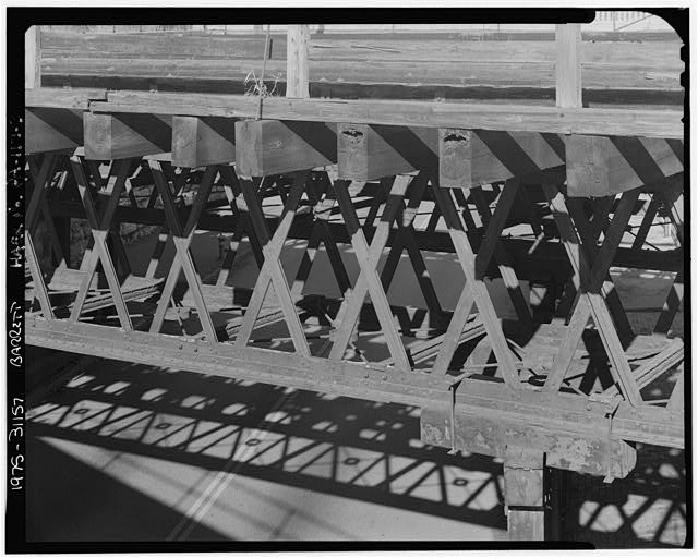 DETAIL OF TRUSS, LOOKING NORTH. - Philadelphia & Reading Railroad, Reading Depot Bridge, North Sixth Street at Woodward Street, Reading, Berks County, PA