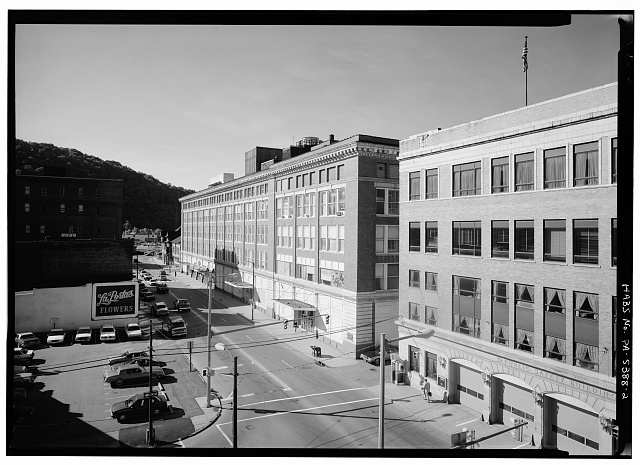 2.  SOUTH FRONT AND A PORTION OF THE EAST SIDE - Penn Traffic Building, 319 Washington Street, Johnstown, Cambria County, PA