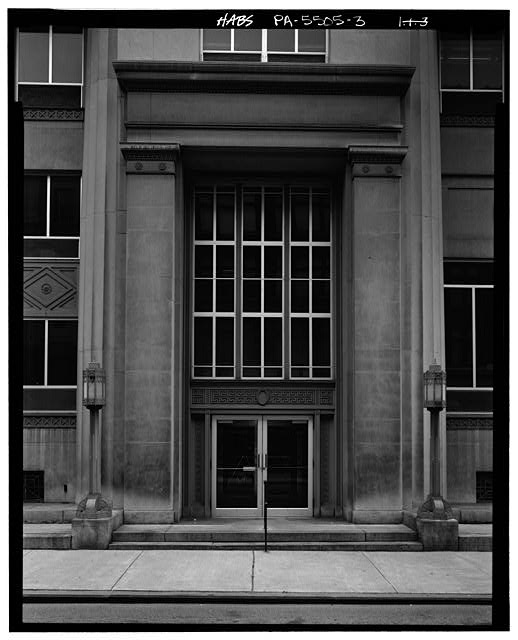 3.  DETAIL OF SOUTHWEST ENTRANCE AND PORTICO ON NORTHWEST FRONT - U.S. Post Office, 1201 Eleventh Avenue, Altoona, Blair County, PA