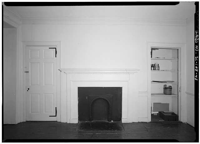 43.  INTERIOR VIEW OF FIRST FLOOR, NORTHEAST ROOM, EAST WALL, FIREPLACE - Daniel Blake Tenement, 6-8 (2-4) Courthouse Square, Charleston, Charleston County, SC