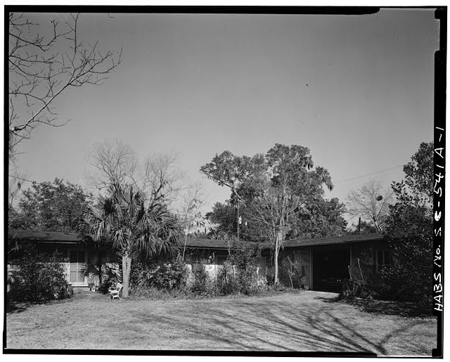 1.  GENERAL VIEW OF THE DEPENDENCIES, FRONT SIDE - Berners Barnwell Sams House, Dependencies, 201 Laurens Street, Beaufort, Beaufort County, SC