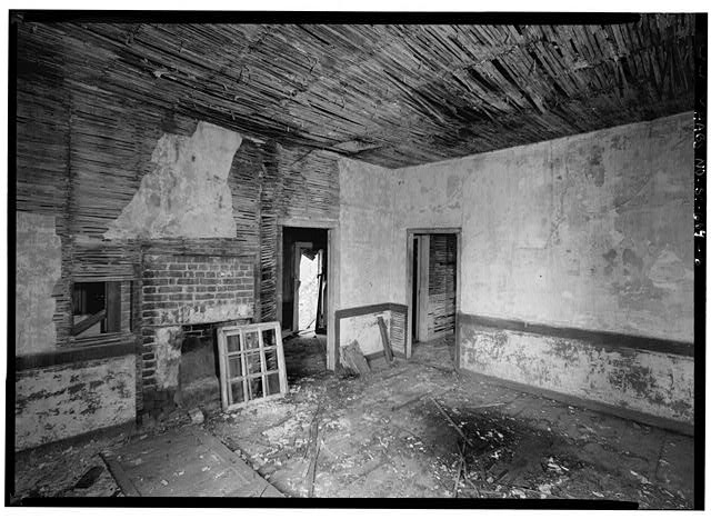 6.  INTERIOR VIEW OF FIRST FLOOR MAIN BLOCK, CENTER ROOM, WEST AND NORTH WALLS LOOKING INTO WEST ADDITION - 14 Amhearst Street, Charleston, Charleston County, SC
