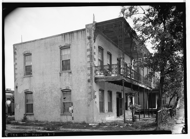 7.  Historic American Buildings Survey, Harry Starnes, Photographer April 7, 1936 FRONT AND NORTH SIDE ELEVATION. - E. Longcope House, 102 Chenevert Street, Houston, Harris County, TX