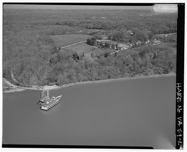 2.  AERIAL VIEW OF MT. VERNON, AND MT. VERNON IN UPPER RIGHT CORNER LOOKING NORTH. - George Washington Memorial Parkway, Along Potomac River from McLean to Mount Vernon, VA, Mount Vernon, Fairfax County, VA