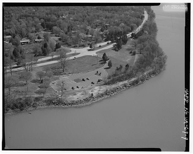 9.  AERIAL VIEW OF RIVERSIDE PICNIC AREA LOOKING NORTH. - George Washington Memorial Parkway, Along Potomac River from McLean to Mount Vernon, VA, Mount Vernon, Fairfax County, VA