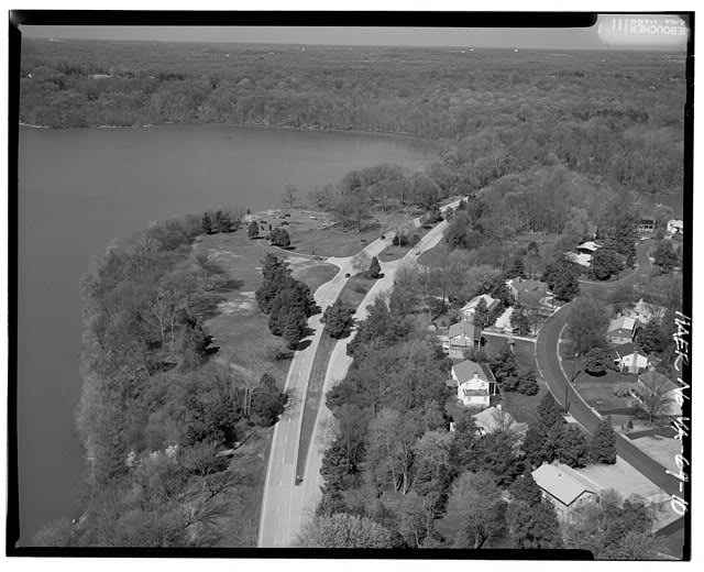 10.  AERIAL VIEW OF RIVERSIDE PICNIC AREA AND 'SAFETY FLARED' INTERSECTION LOOKING WEST. - George Washington Memorial Parkway, Along Potomac River from McLean to Mount Vernon, VA, Mount Vernon, Fairfax County, VA