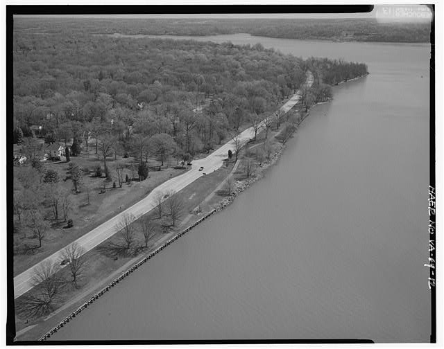 12.  AERIAL VIEW OF MT. VERNON OVERLOOK LOOKING EAST. - George Washington Memorial Parkway, Along Potomac River from McLean to Mount Vernon, VA, Mount Vernon, Fairfax County, VA