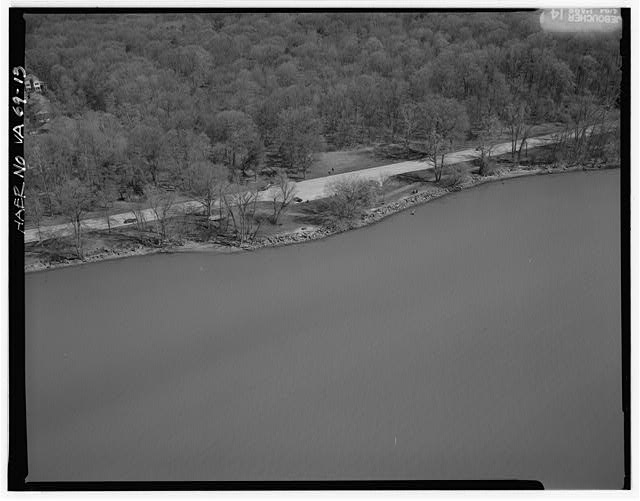 13.  AERIAL VIEW OF MT. VERNON OVERLOOK LOOKING EAST. - George Washington Memorial Parkway, Along Potomac River from McLean to Mount Vernon, VA, Mount Vernon, Fairfax County, VA