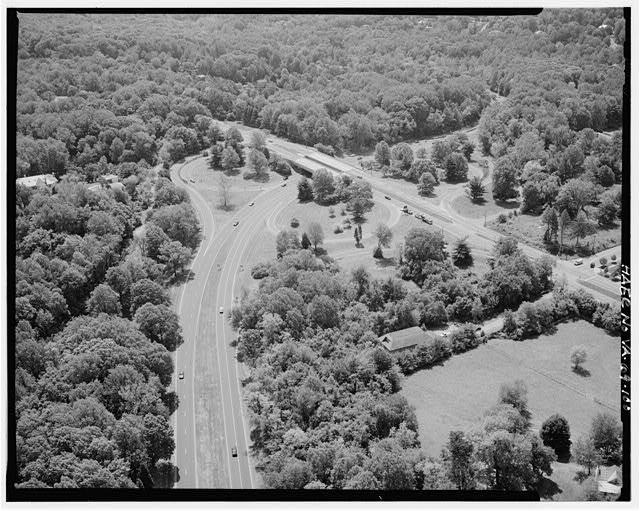 100.  AERIAL VIEW OF ROUTE 123 OVERPASS LOOKING SOUTH. - George Washington Memorial Parkway, Along Potomac River from McLean to Mount Vernon, VA, Mount Vernon, Fairfax County, VA