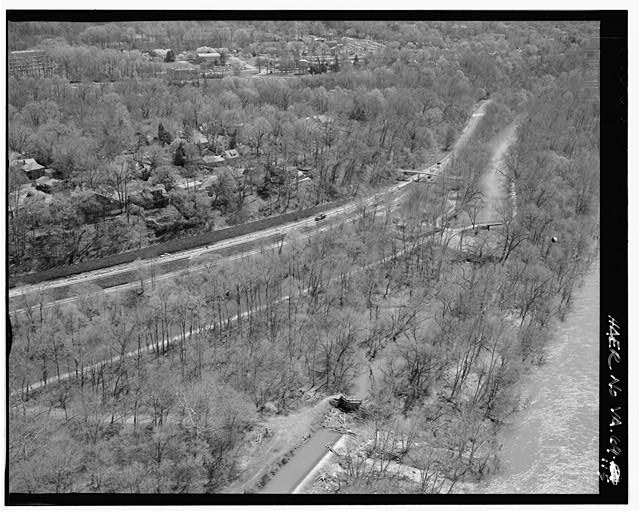 115.  CLARA BARTON PARKWAY, AERIAL VIEW OF C&O CANAL LOCK #6 AND LOCK#5 LOOKING SOUTHEAST. - George Washington Memorial Parkway, Along Potomac River from McLean to Mount Vernon, VA, Mount Vernon, Fairfax County, VA