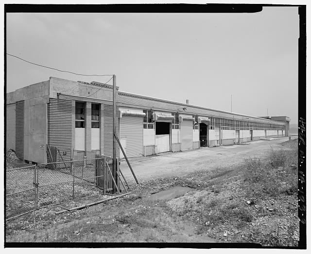 9.  FROM SHORE, LOOKING NORTHEAST AT SOUTH AND CORNER OF WEST SIDE - Ford Motor Company Plant, 700 South Union Street, Alexandria, Independent City, VA