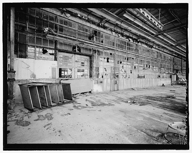 42.  INTERIOR, SERVICE BUILDING, CIRCA 1954 NORTH ADDITION, DETAIL VIEW LOOKING SOUTHWEST AT EAST END OF ORIGINAL EXTERIOR NORTH WALL - Ford Motor Company Plant, 700 South Union Street, Alexandria, Independent City, VA