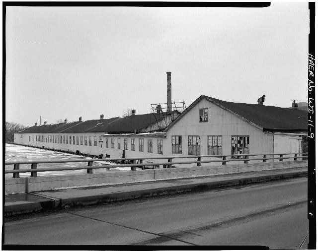 9.  VIEW OF SOUTH SIDE OF BUILDINGS 6A, 6, 4A, 4 (left to right), LOOKING NORTHWEST FROM WISCONSIN AVENUE BRIDGE. - Oshkosh Grass Matting Company, 35 Wisconsin Street, Oshkosh, Winnebago County, WI