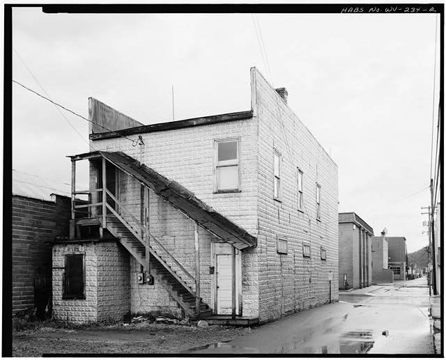 2.  VIEW NORTHWEST, SOUTH SIDE (REAR) AND WEST SIDE - McElwee Building, 208 Eighth Street (Main Street), Marlinton, Pocahontas County, WV