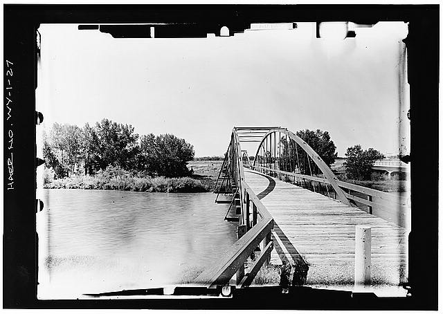 27.  END VIEW OF BRIDGE FROM EAST--LEVEL Copy photograph of photogrammetric plate LC-HAER-GS05-B-1971-1004L. (8x10 NEGATIVE) - North Platte River Bowstring Truss Bridge, Spanning North Platte River, Fort Laramie, Goshen County, WY