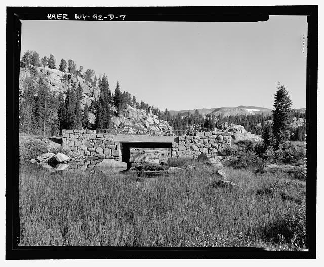 Detail view of the bridge from the south side, looking north, showing construction - Beartooth Highway, Long Lake Bridge, Spanning Long Lake outlet on U.S. Highway 212 at Milepost 31.2, Cody, Park County, WY