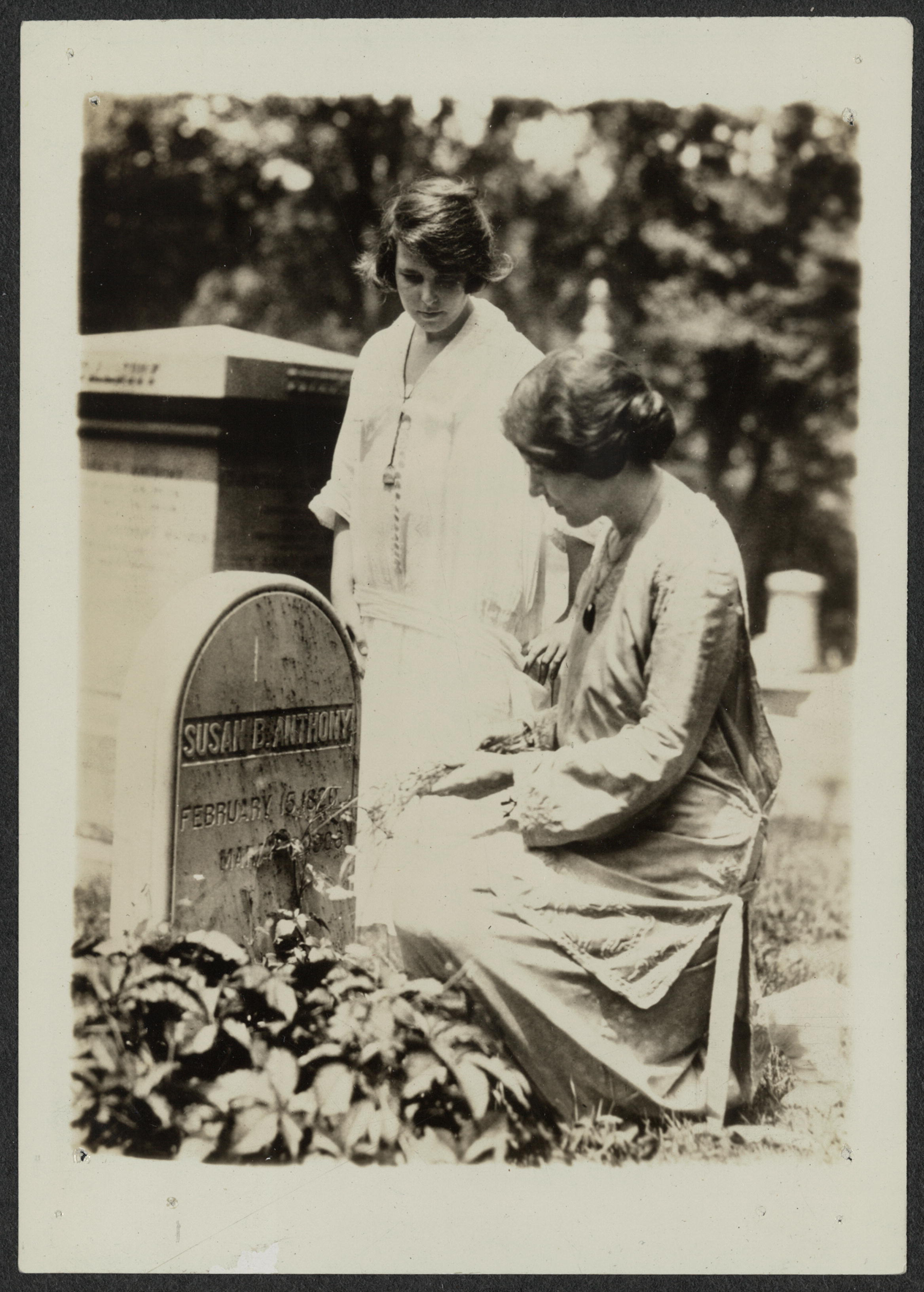 anita pollitzer and alice paul at susan b anthony gravesite anita pollitzer and alice paul at susan b anthony gravesite 19 23 rochester n y library of congress