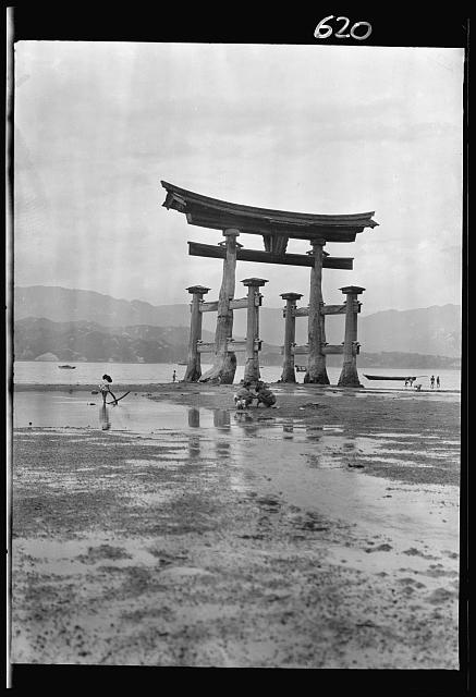 [Itsukushima Shinto Shrine, Japan]