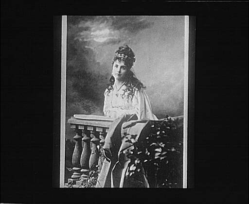 Portrait photograph of an unidentified woman