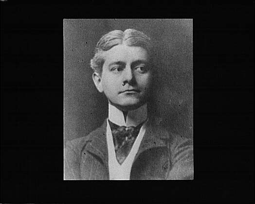 Portrait photograph of Frank Norris