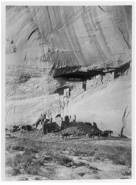 Ruins of the cliff dwellings, Canyon de Chelley, Arizona