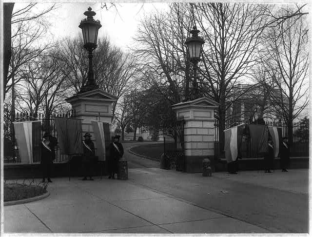 Suffragette pickets at the White Houses, January 1917