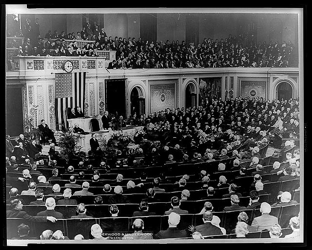 [President Hoover addresses joint session of Congress at bicentennial ceremony commemorating the 200th anniversary of the birth of George Washington]