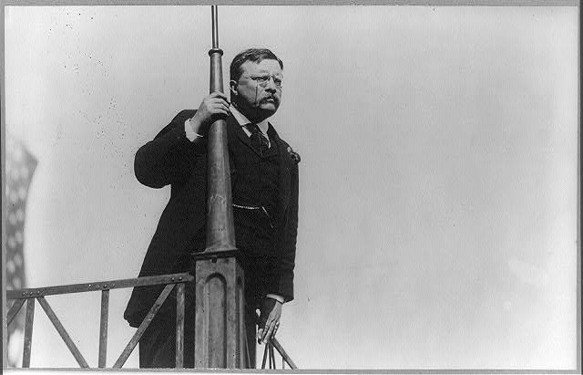 [Theodore Roosevelt speaking from a balcony]