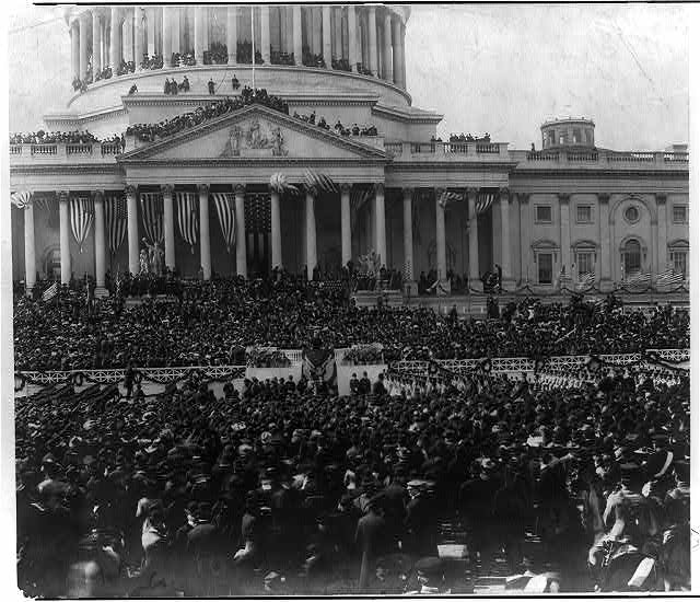 [Crowds outside and atop the U.S. Capitol listen to President Theodore Roosevelt speaking at his inauguration]