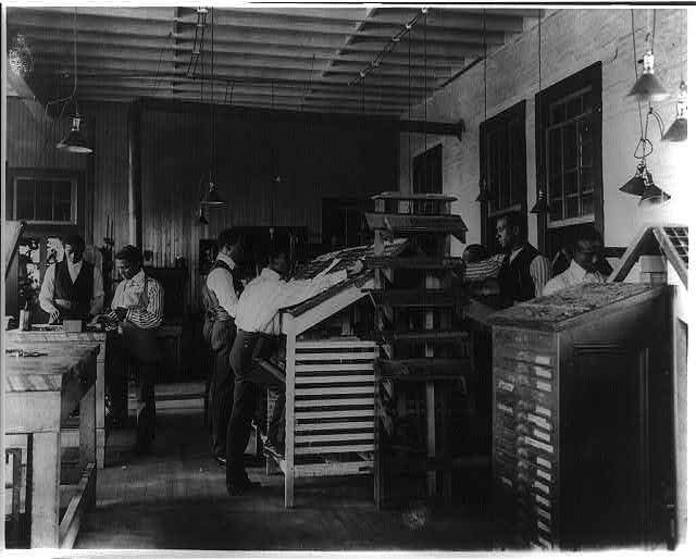 [Students working in print shop, Tuskegee Institute, Ala.]
