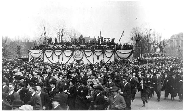 [Parade viewing stand with the Great Seal of the United States at Woodrow Wilson's first inauguration, March 4, 1913]