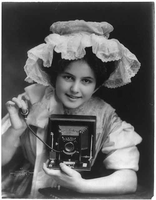 [Advertisement for Seneca Duo camera]